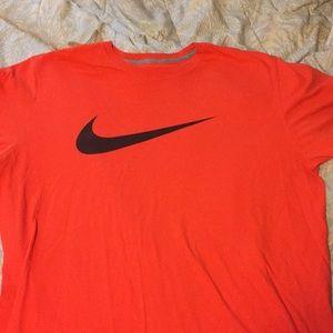 Nike T-shirt orange black check size 2 XL